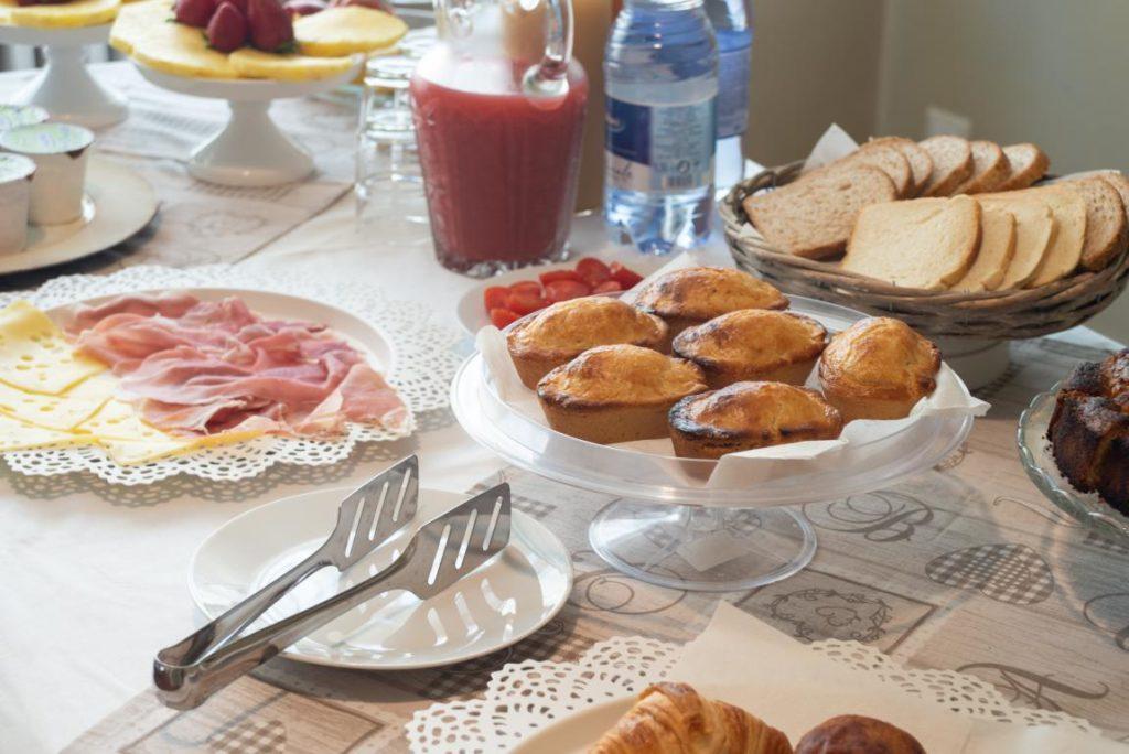 Deliziosa colazione continentale a Buffet